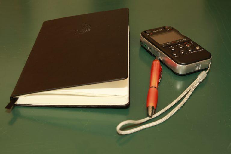 De interviews worden ook opgenomen zodat geen van uw woorden verloren gaan. Als extra kan bovendien een audiodocument van hoge kwaliteit bij het boek worden gevoegd.